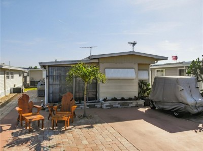 3 Homes - HOLIDAY TRAVEL PARK ENGLEWOOD, Englewood ...